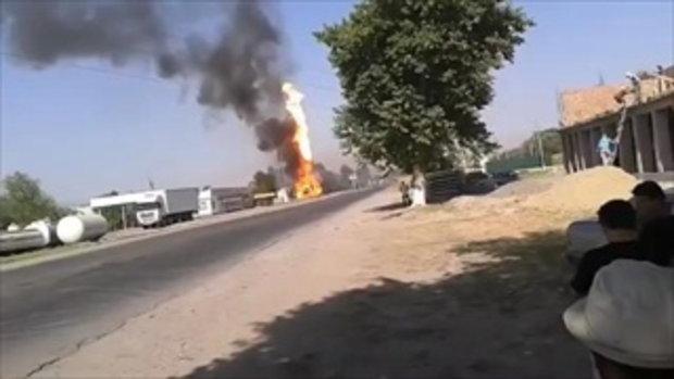 ไฟลุกท่วม ! นาทีระทึก รถขนน้ำมันระเบิดบึ้มในปั้ม