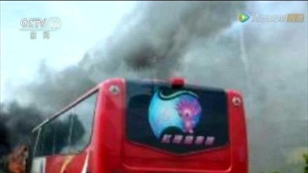 ภาพสุดระทึก รถบัสนำเที่ยวชนไฟลุกท่วม ย่างสดคนจีน 26 ศพ