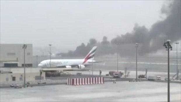 สุดระทึก!เครื่องบินเอมิเรตส์ ตกกระแทกรันเวย์สนามบินดูไบ ไฟลุกท่วม