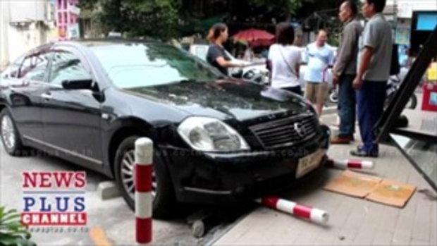 สาวเข้าเกียร์รถผิดเร่งเครื่องพุ่งชนร้านสะดวกซื้อนนทบุรีเจ็บ1