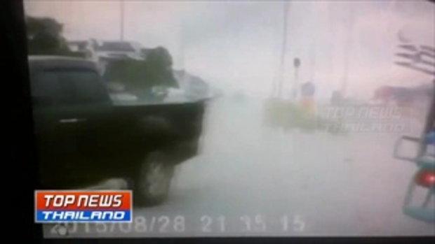 แฮททริก 3 คัน รวด!! ภาพกล้องหน้ารถจับภาพวินาที รถชนสามคันรวดหน้า รพ.ปิยะเวช บ่อวิน ศรีราชา