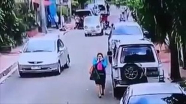 ถึงกับสติแตกกลางถนน! เมื่อชายหนุ่มขับรถทับเด็ก5ขวบ ที่วิ่งตัดหน้ารถ