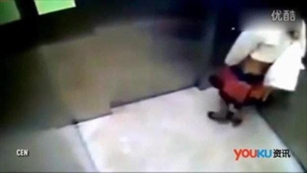 วงจรปิดนาทีสาวจีนปล่อยอึก้อนโตในลิฟท์