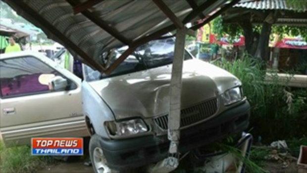คนร้ายขับรถแหกด่าน ชนบ้านเรือนประชาชน ค้นภายในรถพบไม้พะยูงกว่า 20 ท่อน