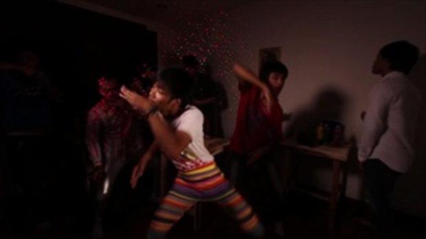 คู่มือมนุษย์ EP.15 ท่าเต้นในผับ (ผู้ชาย) Feat.เรกเก้บ้านสวน & แบงค์คิ๊ส