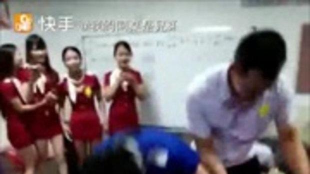 วิจารณ์กระหึ่ม! คลิปแฉบริษัทจีนให้พนง.ชาย-หญิงเล่นเกมแบบนี้ในออฟฟิศ