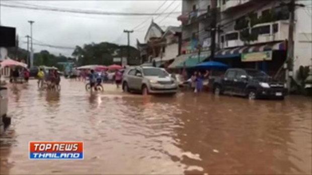 น้ำป่าทะลัก เมืองด่านซ้ายท่วม 400 หลัง นายกเทศบาลประกาศ น้ำจะเข้ามาอีกช่วงบ่าย เตือนชาวบ้านขนของขึ้น