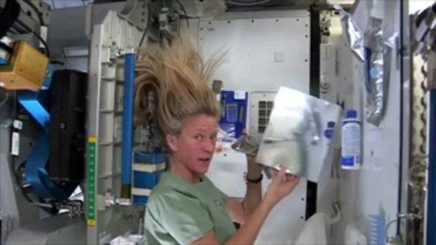 สงสัยมั๊ย ว่านักบินอวกาศเขาสระผมกันยังไง