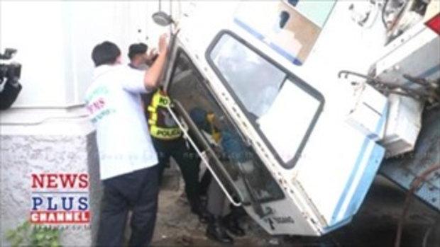 ระทึก!เครนก่อสร้างอาคารรับรองล้มในทำเนียบเจ็บ1-รถเสียหาย4คัน