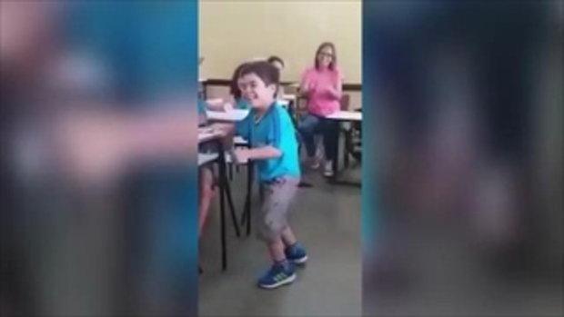 เด็กชายป่วยโปลิโอกับก้าวแรกของชีวิต ท่ามกลางเสียงเชียร์จากเพื่อน