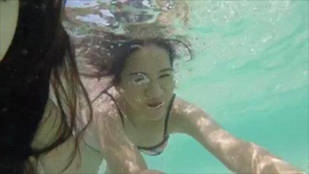 ความเซ็กซี่มาเต็ม เบียร์ เดอะวอยซ์ ชวนเพื่อนสาวลงเล่นน้ำทะเลคลายร้อน