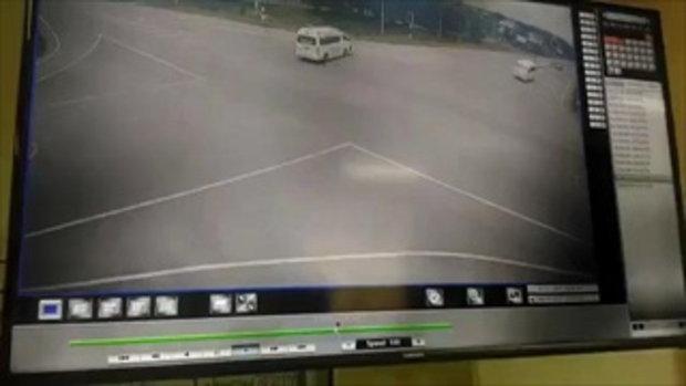 รถกบะชนกับรถพยาบาลกลางสี่แยก