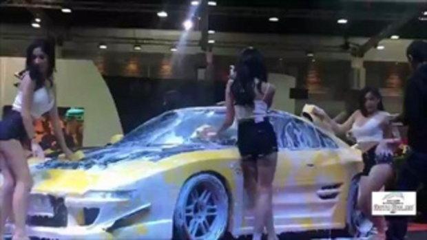 ส่องสาวๆ Girls Next Door ล้างรถในงาน Bangkok Auto Salon