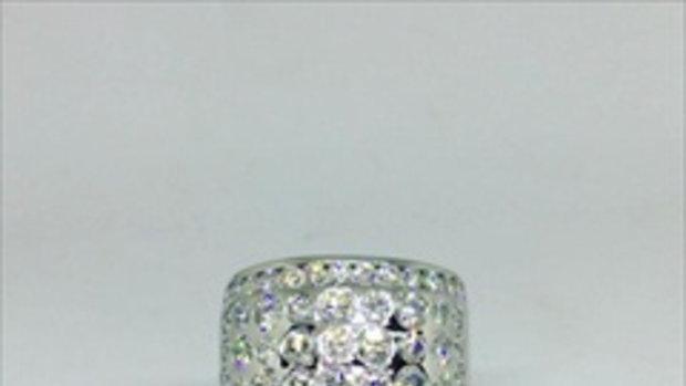 อวดความระยิบระยับของแหวนเพชร Eternity diamonds