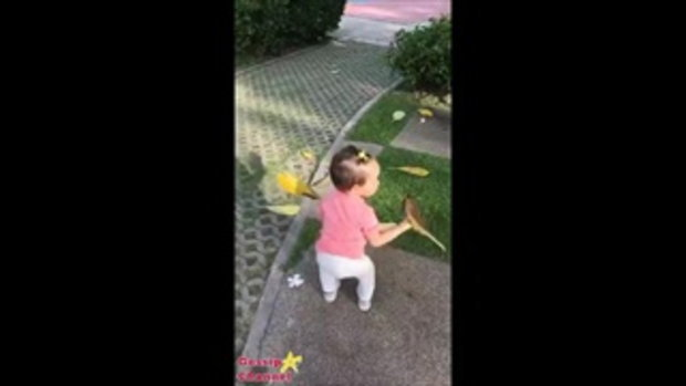 น้องริชา เรียนรู้โลกกว้าง วิ่งเล่นเก็บดอกไม้ เตะบอลก็เป็นนะคะ ลูก แม่แอน เก่งมาก
