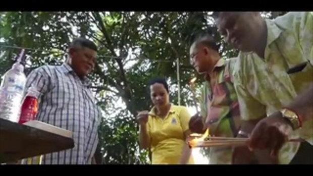 ฮือฮาปลีกล้วยปลัดขิก !! ชาวบ้านเชื่อออกเครือให้โชคลาภ แห่ดูอ่างน้ำมนต์เห็นเลขลอยเด่น