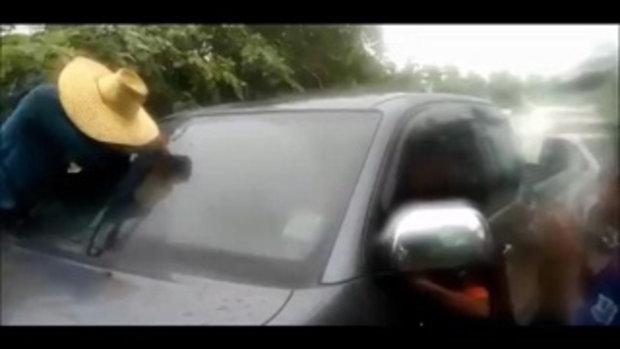 แม่หัวใจแทบวาย !! ปล่อยลูกสาววัย 1 ขวบไว้ในรถ กลับมาประตูล็อกติดอยู่นานนับชั่วโมง
