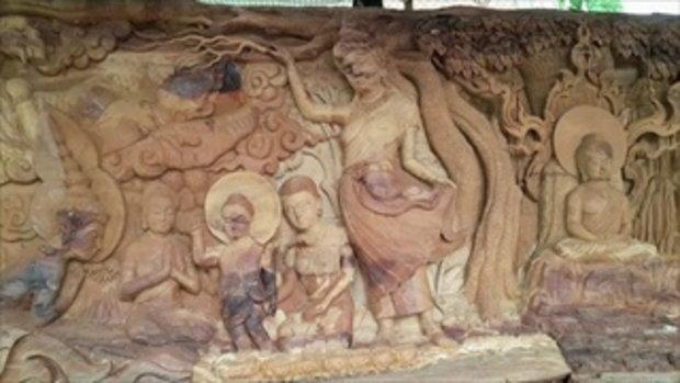 วัดบ้านตรังแกะสลักพุทธประวัติบนไม้ตะเคียนยาวที่สุดในจังหวัดปัตตานี