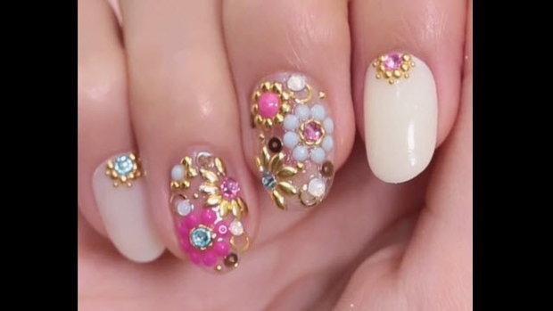 Flower stone nail เล็บดอกไม้ฟรุ๊งฟริ๊ง