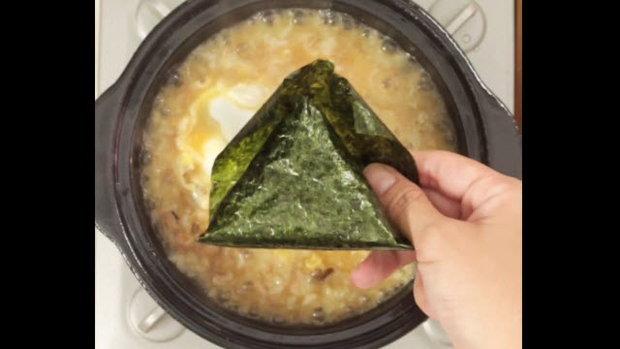 ข้าวต้มสูตรข้าวปั้นญี่ปุ่น (Onigiri Porridge)