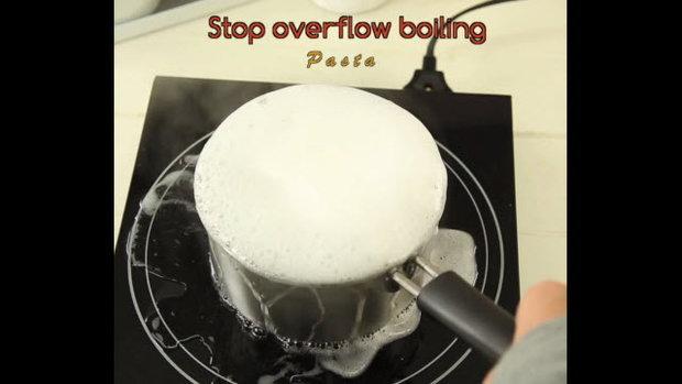 ต้มเส้นพาสต้าแบบไม่ให้น้ำต้มล้นหม้อ! (Stop overflow boiling pasta)