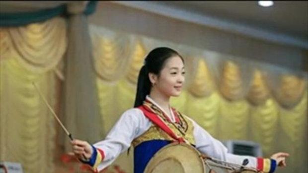 """แชร์สนั่น…!!! """"พนักงานเสิร์ฟสาว"""" ชาวเกาหลีเหนือ ที่สวยที่สุด"""