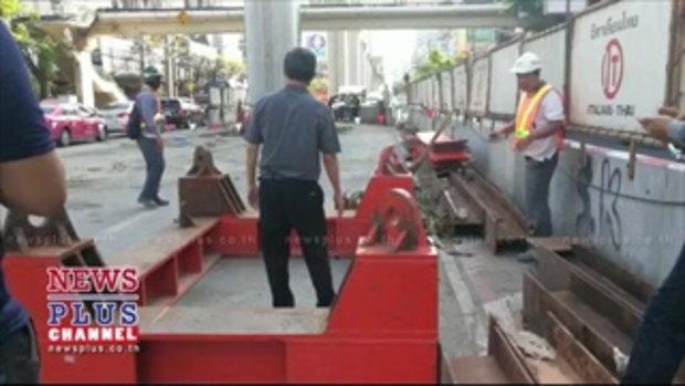 คานเหล็กยักษ์สร้างรถไฟฟ้าร่วงทับเก๋งพังซ.พหล35โชคดีสาวคนขับรอด