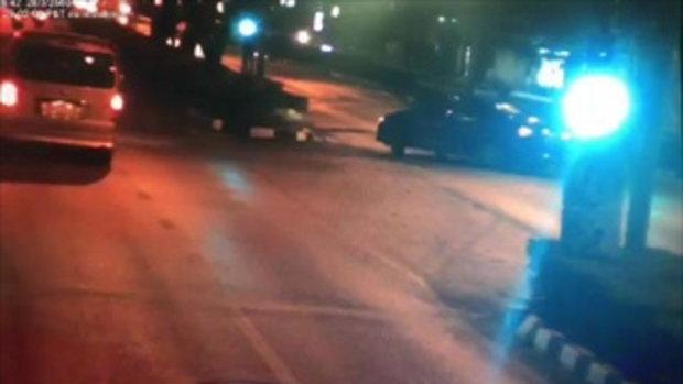 คลิป แท็กซี่กลับรถตัดหน้ากะทันหัน ตำรวจยอดกตัญญูเบรกไม่ทัน ชนท้ายเสียชีวิต