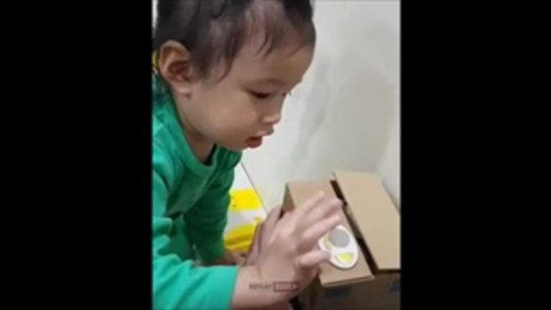 น้องปริม นางชอบจริงๆ ได้ของเล่นใหม่ ไม่ว่าจะเป็นภาษาอะไรก็ตาม อิอิอิ