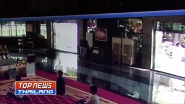 ยืนเนียนๆ หนุ่มจีนหัวใส ใช้แผ่นเหล็กติดกาว 2 หน้า หย่อนตู้บริจาค ขโมยเงิน 30,000 บาท รวบตัวได้ทันควั