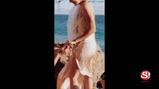 ซูมใกล้ๆ ดูแหวนของ เจนี่ เทียนโพธิ์สุวรรณ์ จากใจ มิกกี้ สวมให้ริมทะเล