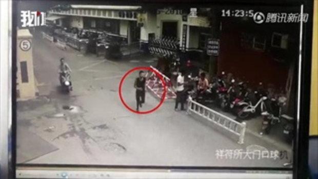 ช่างกล้า! หนุ่มจีนลงมืออุกอาจ แอบขโมยมือถือในสถานีตำรวจ