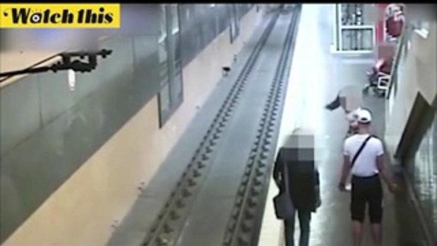ทะเลาะแฟนกลางสถานีรถไฟ หนุ่มยัวะเดินผลักอกคนอื่นตกชานชาลา