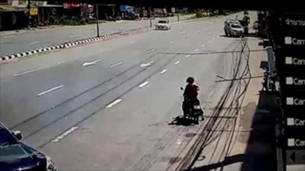 ตาหลานขี่จักรยานยนต์ตัดหน้ากระบะถูกชนอย่างจัง