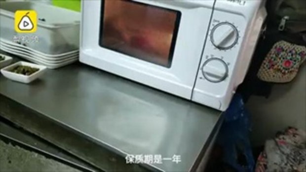 อ้วกแทบพุ่ง สื่อจีนแฉขั้นตอนทำข้าวกล่องราคาถูก ผลิต 400,000 ห่อต่อวัน