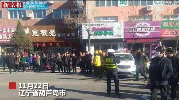 เหตุสลด! รถพุ่งชนนักเรียนชั้นประถมของจีนขณะกำลังข้ามถนน ดับ 5 บาดเจ็บ 18