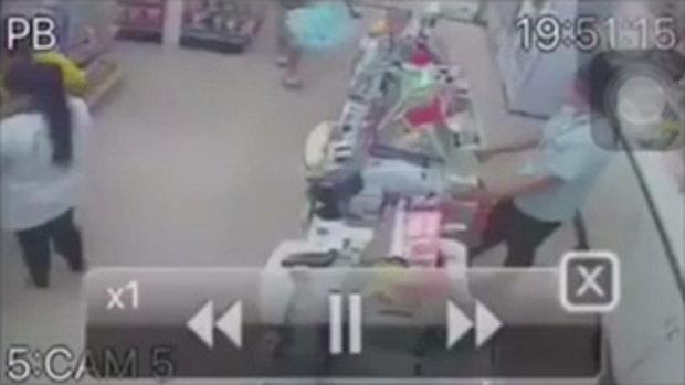 เปิดคลิประทึก นาทีหนุ่มสุโขทัย บุกยิงเมียดับ คาร้านสะดวกซื้อ ลูกค้าวิ่งหนีไม่คิดชีวิต