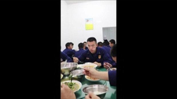 ชาวเน็ตฉงน? ทำไมนักดับเพลิงจีนเหล่านี้ใช้