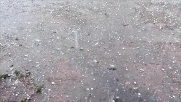 พายุฝนลูกเห็บถล่มเมืองนาแก 2 ครั้งติดต่อกัน ทำบ้านพังกว่า 50 หลัง