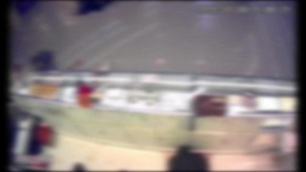 คนร้ายบุกปล้นร้านทองกลางห้างดังเมืองลพบุรี เด็กถูกยิงสิ้นใจต่อหน้าแม่