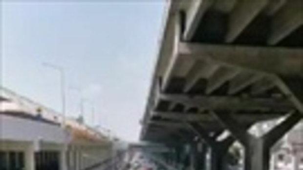 ขบวน #ม็อบ6มีนา เคลื่อนตัวจากหน้าสนามบินดอนเมืองไปหลักสี่