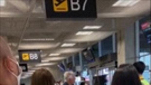ผู้โดยสารโวยลั่นสนามบินสุวรรณภูมิ สายการบินดังดีเลย์ นั่งรอนาน 5 ชั่วโมง
