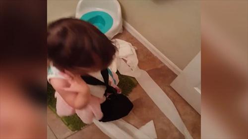 เมื่อสาวน้อยฝึกเข้าห้องน้ำด้วยตัวเอง