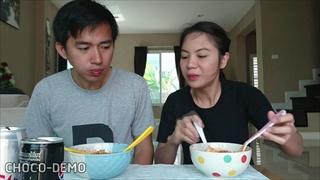 แข่งกินบะหมี่เผ็ดเกาหลี ใครแพ้โดนลงโทษแต่งหน้าลิงไปเซเว่น | Spicy Korean Noodle | CHOCO-DEMO