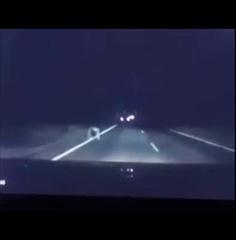 มันออกมาจากกลางถนน คลิปปริศนาเห็นแค่ขาข้ามถนนมืดๆ ช่วยดูหน่อยผีหรือคน