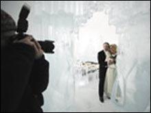 วิวาห์สุดยะเยือก ที่โบสถ์น้ำแข็งในสวีเดน!