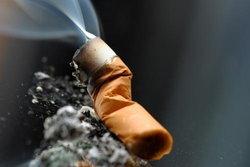 สาวไทยสูบบุหรี่จัด