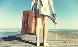 7 ไอเท็ม แต่งตัวไปทะเลที่สาวๆ ต้องมีไว้ให้พร้อม!