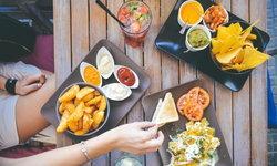 7 อาหารที่กินแล้วแก่เร็วก่อนวัย อยากอ่อนเยาว์สมวัย เลี่ยงด่วน !