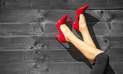 สวยได้แบบไม่ต้องทน รวมเคล็ดลับคลายเมื่อย หลังใส่รองเท้าส้นสูง